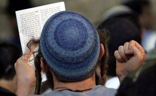 Un jeune juif portant la kippa, à Villeurbanne (Rhône).