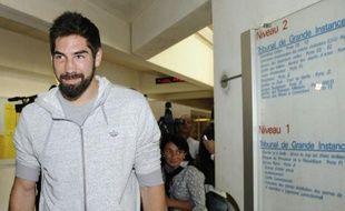 Le handballeur Nicolas Karabatic quitte le tribunal de Mopntpellier où il est jugé pour escroquerie dans l'affaire des paris suspects liés au match présumé truqué de mai 2012 entre Cesson et Montpellier, le 10 juin 2013