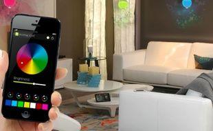 Des ampoules LED à piloter depuis une application: le principe de la lumière connectée.