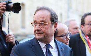 François Hollande, à son arrivée à Bordeaux le 1er décembre 2017, pour sa conférence sur la mondialisation vue de l'Elysée.