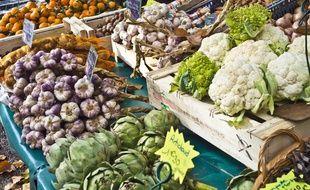 Illustration de légumes d'automne sur un marché.