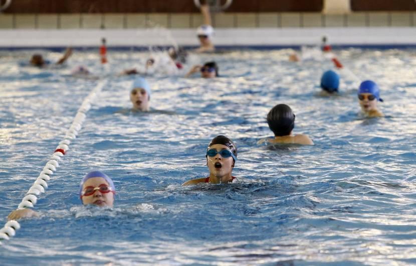 Natation : Avec le dispositif « J'apprends à nager », « on plonge dans l'absurde », lance un professionnel