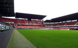 Un visuel du futur ex-Stade de la route de Lorient avec des sièges rouges.
