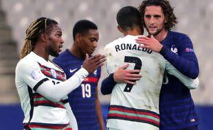 Cristiano Ronaldo de dos, et Adrien Rabiot