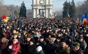 Des manifestants moldaves devant le Parlement à Chisinau, le 21 janvier 2016