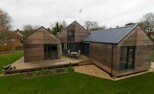 Des maisons construites sur des piliers d'acier pour éviter d'éventuelles inondations dues au réchauffement climatique à Sutton Courtenay près de Londres, le 29 novembre 2015