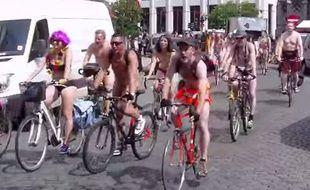 Ils étaient 70 au départ de la cyclonudistas samedi à Bruxelles.