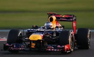 Vettel, auteur du 3e temps, est sorti de sa monoplace, garée sur le côté dans le 19e des 21 virages du circuit de Yas Marina, puis est rentré aux stands dans une voiture de sécurité, la séance étant finie.