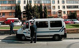 Marseille le 12 mars 2013 - Les forces de police sont postées autour de la cité du clos La rose afin d' empècher une reprise du trafic de drogue après une descente qui a conduit à l' interpellation des principaux dealers