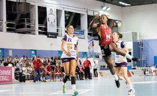 La championne du monde Jannela Blonbou est arrière droit à l'OGC Nice.