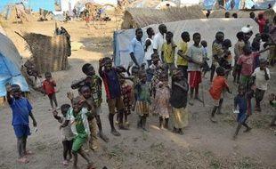 Un clairon de la fanfare municipale gît dans un lavabo. Il n'y a plus une vitre aux fenêtres, des papiers administratifs jonchent le sol de la cour. La mairie de Bossangoa, à 250km au nord-ouest de Bangui, résume cruellement la situation de la ville.