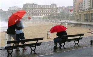 """""""Si la sécheresse et la canicule de 2003 avaient mis en danger notre métier et que le mois d'avril aux températures estivales nous donnait des sueurs froides, les pluies de ces quatre derniers mois font notre bonheur"""", confie Jean Piganiol, PDG de Piganiol, premier fabricant européen de parapluies."""