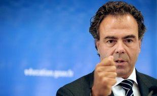 """223.000 lycéens sont sortis du système éducatif sans diplôme entre juin et octobre 2011, dont 160.000 ont été """"perdus de vue"""", a indiqué dimanche le ministre de l'Education nationale Luc Chatel au Grand Jury LCI/RTL/Le Figaro"""