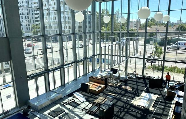 Le cinéma UGC des Bassins à Flot, est baigné de lumière grâce à de gigantesques baies vitrées.