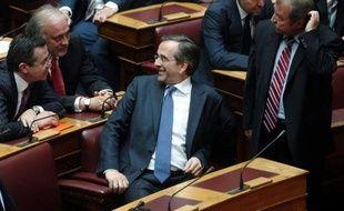 """Face à la poussée de la gauche à un mois des élections du 17 juin, la droite grecque de la Nouvelle-Démocratie (ND) tente de recomposer son camp, qui a subi plusieurs scissions, en prônant l'unité des forces """"patriotiques"""" et """"proeuropéennes"""" pour maintenir le pays dans l'euro"""