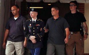 Bradley Manning quitte son procès le 25 juillet 2013 à Fort Meade, dans le Maryland.