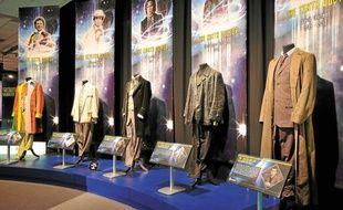 A l'expo, les costumes de cinq des onze acteurs qui se sont succédé dans le rôle du Doctor Who.