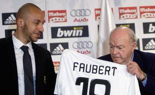 Julien Faubert lors de sa signature au... Real Madrid, en 2009.