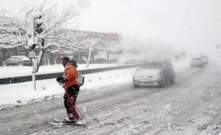 Des chutes de neige exceptionnelles dans les Bouches-du-Rhône, le Vaucluse et l'ouest du Var ont provoqué mercredi de très importantes perturbations dans les transports, surtout ferroviaires, et la fermeture de l'aéroport de Marseille-Marignane.