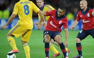 Les Lillois Payet et Balmont contre le BATEBorisov, lors de la première journée de la Ligue des champions, le 19 septembre 2012, à Villeneuve d'Ascq.
