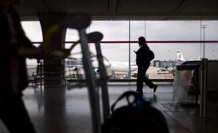 Des personnes dans un aéroport. (Photo illustration).
