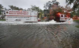 Un habitante de Miami a accouché seule chez elle car les intempéries empêchaientles secours de se rendre à son domicile