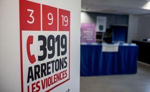 """Violences conjugales: Schiappa annonce des """"points contacts éphémères"""" dans les centres commerciaux"""