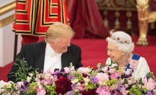 Donald Trump en pleine conversation avec la reine Elisabeth II, à Buckingham Palace le 3 juin 2019.