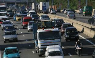 circulation automobile. traffic dense. bouchons. embouteillages.