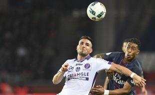 L'attaquant du TFC Andy Delort face au PSG lors d'un match de Ligue 1 le 19 février 2017 au Parc des Princes de Paris.