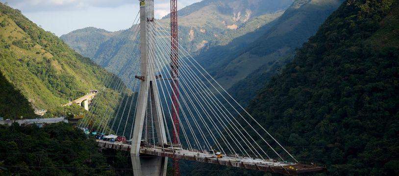 Le pont s'est effondré à Guyabetal, en Colombie, le 15 janvier 2018.