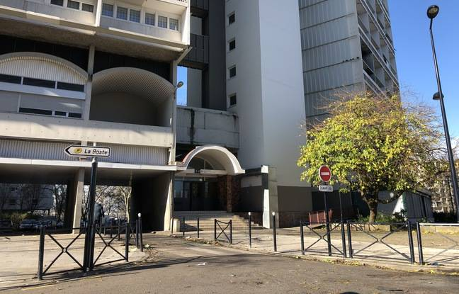 Les tirs ont eu lieu sur la place Ginette Neveu, en bas d'un immeuble d'habitations.