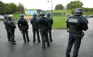 Illustration de l'intervention des forces de l'ordre sur le terrain des gens du voyage de Gros-Malhon, à Rennes.