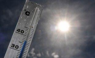 Un thermomètre pendant la canicule en France en juin 2019. (illustration)