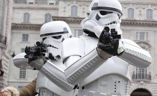 Deux storm troopers issus des films «Star Wars», le 1er janvier 2012