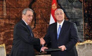 Le référendum sur la nouvelle Constitution en Egypte se tiendra les 14 et 15 janvier, a annoncé samedi le président égyptien par intérim Adly Mansour dans un discours devant des haut responsables du pays.