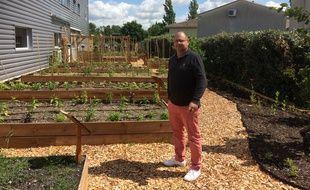 Philippe Capdevielle a eu l'idée de planter un potager juste à côté de son laboratoire de cuisine.