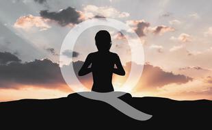 Les adeptes du Yoga sont infiltrés par les complotistes de QAnon sur Instagram