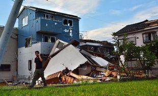 Violent séisme, tornade et pluies diluviennes qui ont fait selon les médias au moins trois blessés: la nature a encore éprouvé le Japon mercredi.