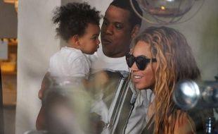 Beyoncé, son mari Jay-Z et leur fille Blue Ivy au restaurant Le Septième, à Paris, le 25 avril 2013.