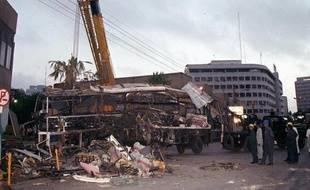 Un professionnel du renseignement affirme que le contre-espionnage français était au courant dès 1994 d'un financement occulte de la campagne de Balladur via des contrats d'armement et dès 2002 de la piste financière de l'attentat de Karachi qui a coûté la vie à quinze personnes.