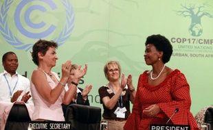 Les représentants de quelque 190 pays ont adopté dimanche une feuille de route vers un accord pour tous les pays de la planète en 2015 sur la réduction des émissions de gaz à effet de serre, lors de la conférence climat de Durban (Afrique du Sud).