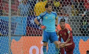 Iker Casillas et Sergio Ramos lors du match de Coupe du monde Espagne-Chili (0-2), le 18 juin 2014, à Rio.
