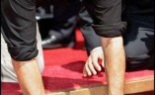 L'acteur américain Kevin Costner a laissé mercredi ses empreintes dans le ciment à Hollywood, à l'instar de Marilyn Monroe et John Wayne avant lui.