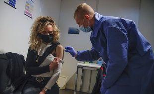 Une nouvelle fonctionnalité de l'application ViteMaDose permettra de trouver un créneau de vaccination dans les 24 heures.
