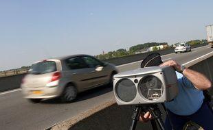 Illustration opérations de contrôles de gendarmerie sur une route nationale.