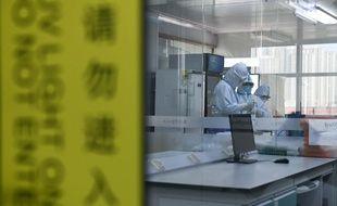 Dans un laboratoire à Hefei, dans la province de l'Anhui, dans l'est de la Chine, le 13 février 2020.