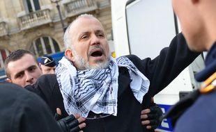 Abdelhakim Sefrioui, ici lors d'une manifestation pro-Gaza, fait partie des onze personnes placées en garde à vue dans le cadre de l'enquête sur l'attentat de Conflans.