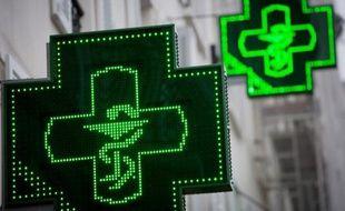 La pilule contraceptive est devenue gratuite depuis dimanche pour les jeunes filles âgées de 15 à 18 ans, qui pourront l'obtenir auprès des pharmacies sur ordonnance et en présentant la carte vitale de leurs parents, selon le ministère de la Santé.