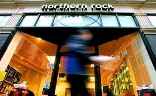 L'annonce que la banque Northern Rock va être nationalisée a suscité lundi de nombreuses critiques en Grande-Bretagne, particulièrement à l'encontre du Chancelier de l'Echiquier Alistair Darling, déjà accusé d'inconstance dans ses projets de réforme fiscale.